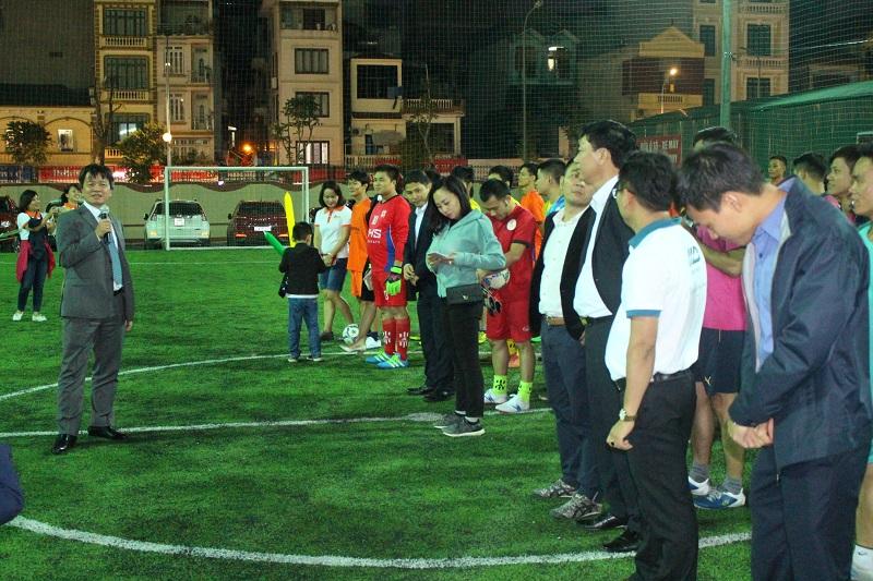 Ông Hoàng Văn Sơn - Phó Tổng giám đốc Vinhomes 2 phát biểu khai mạc giải bóng đá