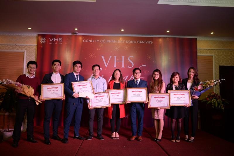 Vinh danh những cá nhân có thành tích xuất sắc trong năm 2016