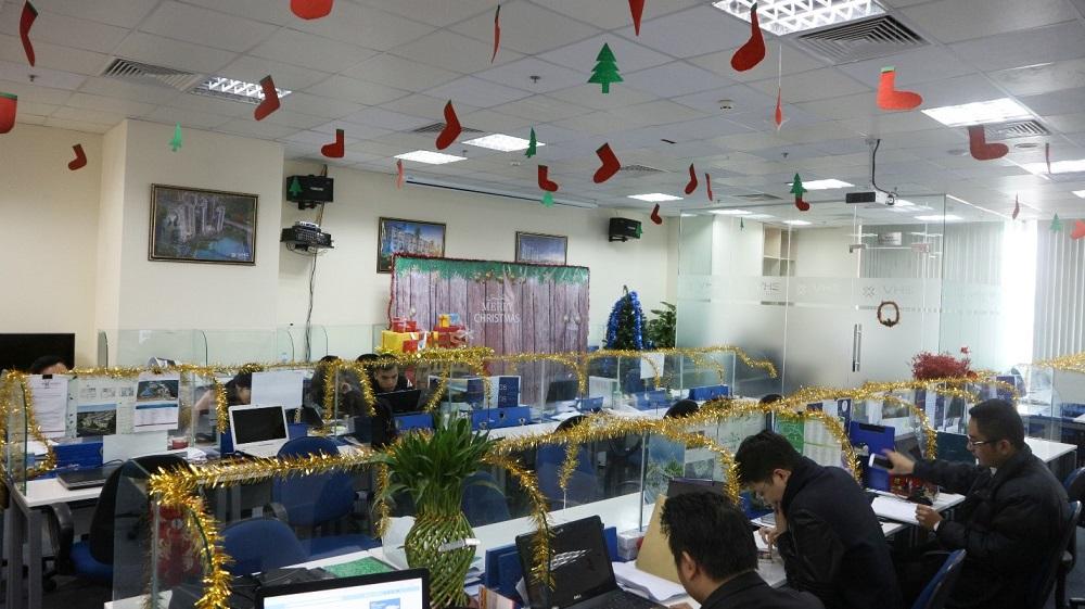 Sắc màu giáng sinh đã làm văn phòng trở nên thật rực rỡ...