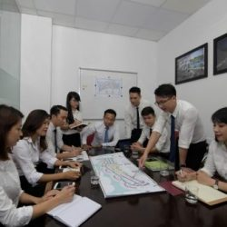 Thảo luận nhóm trong công ty